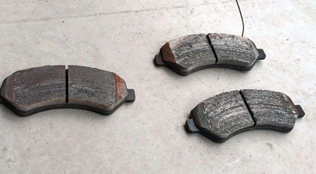 Изношенные тормозные колодки