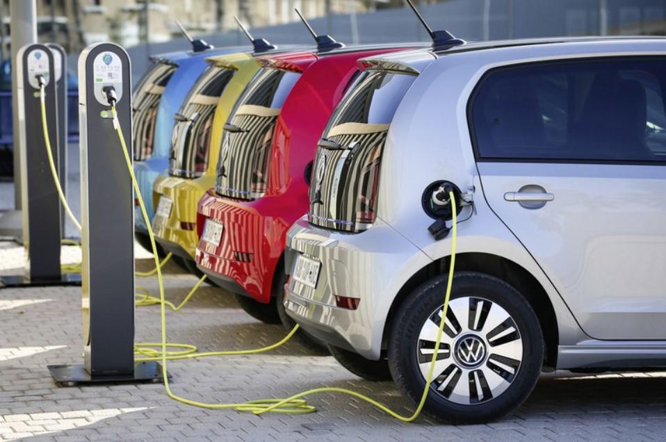 зарядка электромбилей