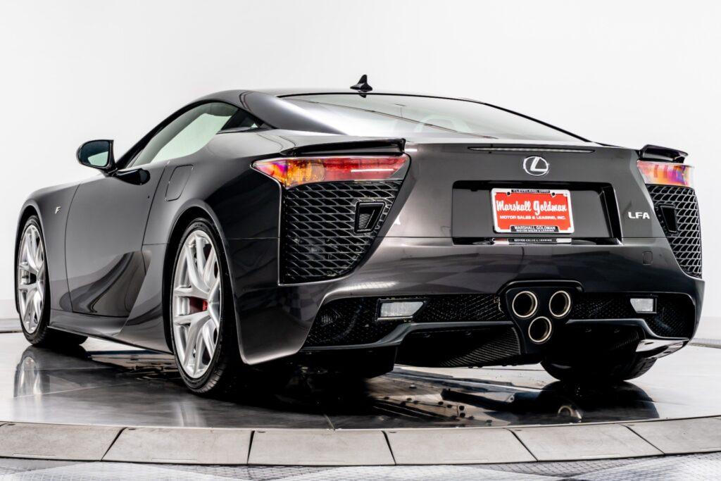Вид сзади Lexus LFA