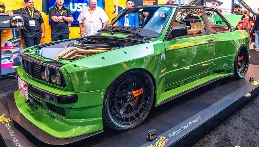 Зеленый BMW e30