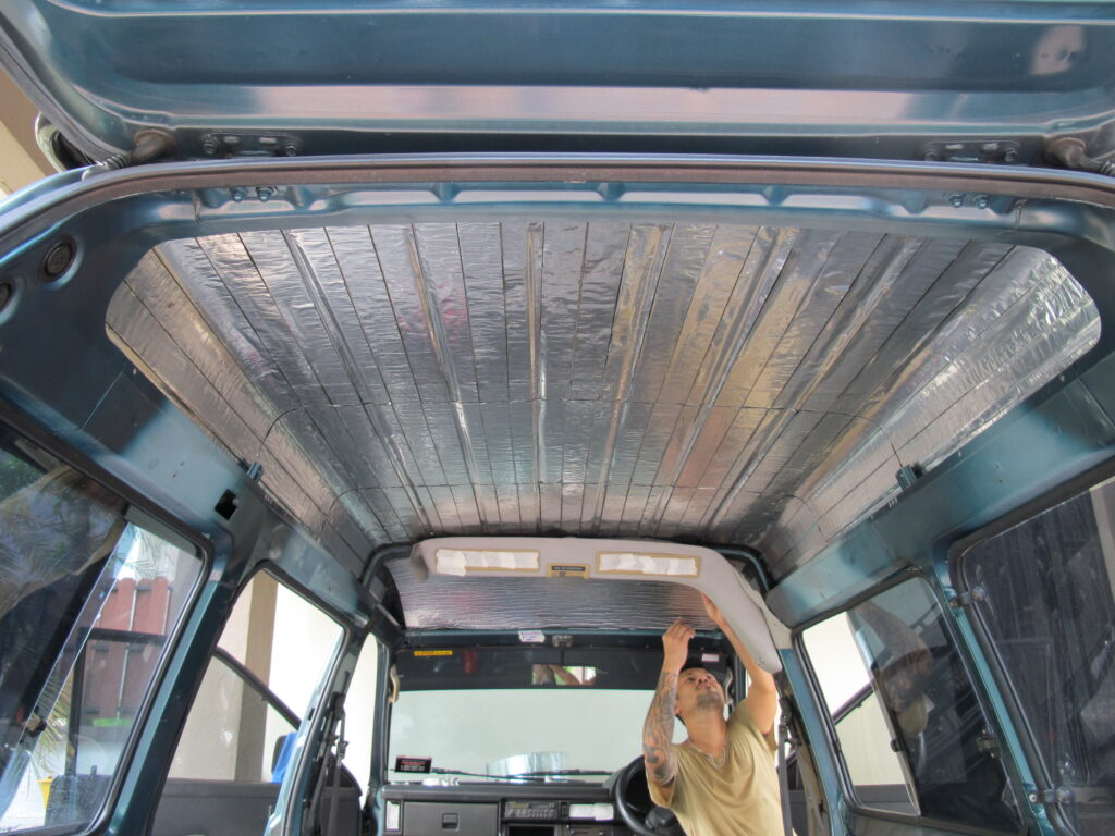 Шумоизоляция на крыше автомобиля