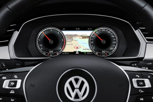 Экран за рулем Volkswagen Passat 2.0 TDI BiTurbo