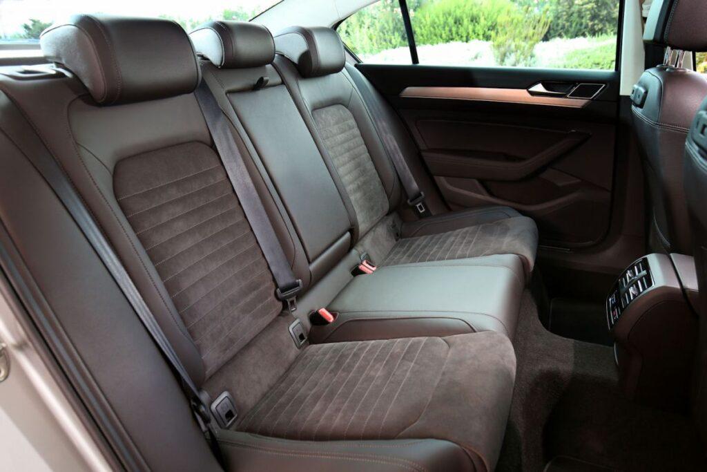 Задние сиденья Volkswagen Passat 2.0 TDI BiTurbo