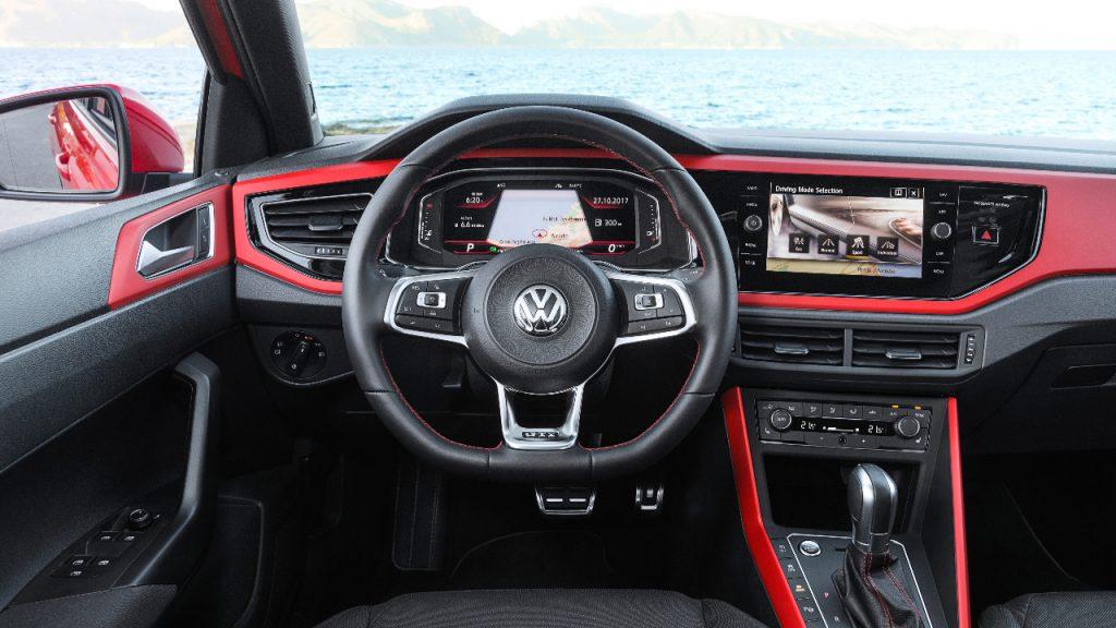 Volkswagen Polo GTI (2017-2020) интерьер